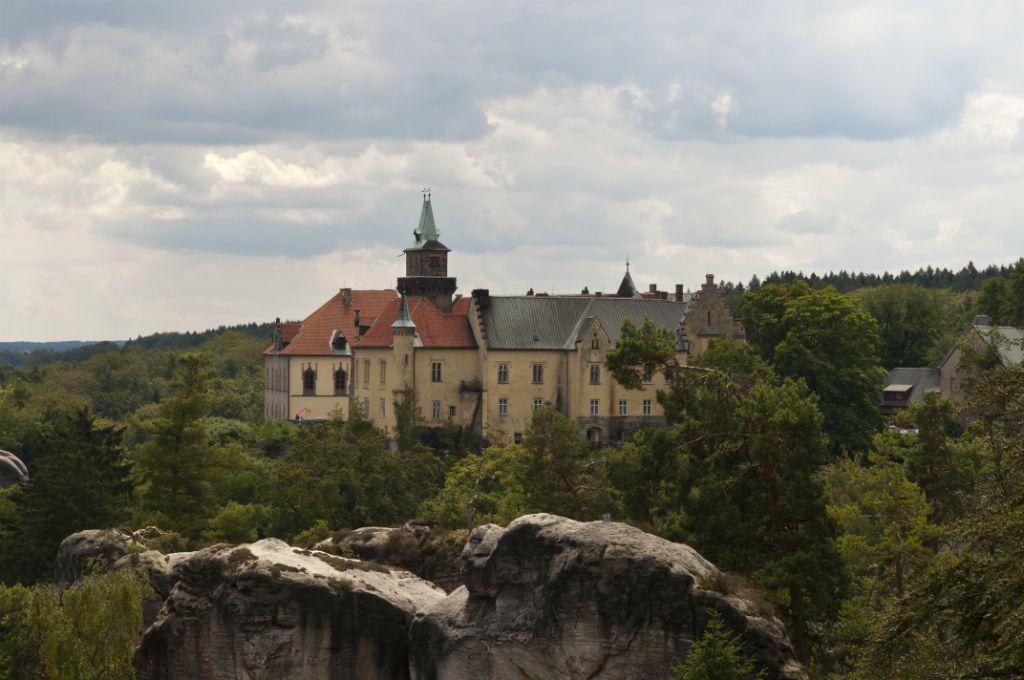 Uitzicht op kasteelhotel Hrubá Skála