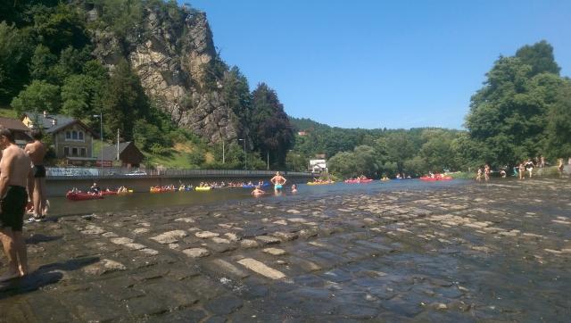 Dam in rivier Jizera in Malá Skála