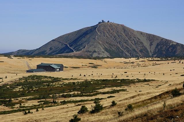 Steenformaties op de bergkam
