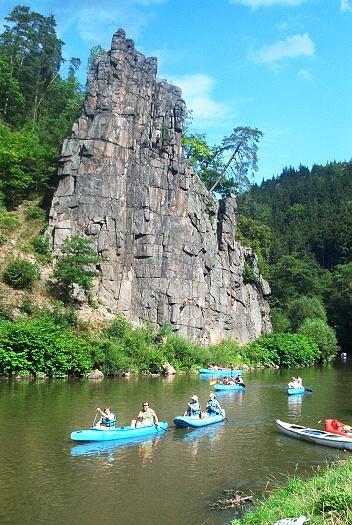 Kanoën op de Ohre rivier in Tsjechië
