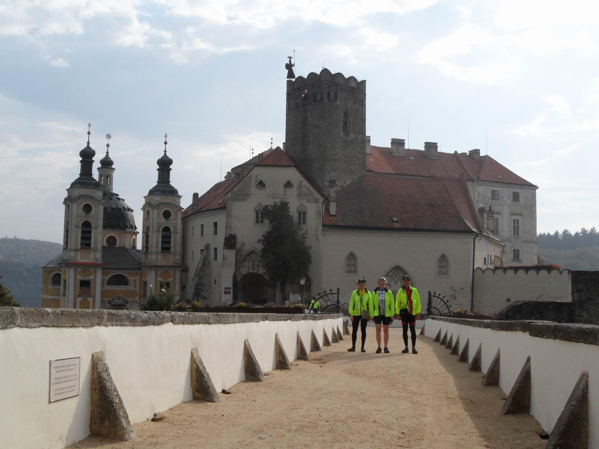 Onderweg kom je regelmatig langs historische gebouwen
