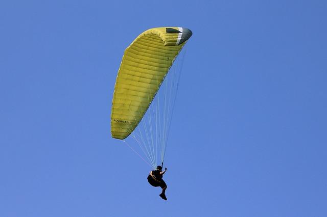 Paragliden in het Boheems Paradijs