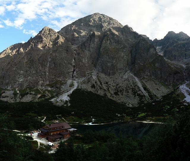 Berghut in een Hoge Tatra dal