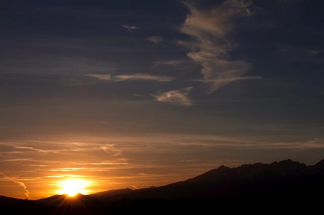 Lopen bij zonsondergang in de Hoge Tatra