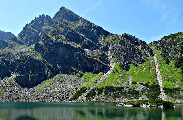 Bergmeer met top in de Hoge Tatra