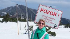 Wandelen op de grens van Polen en Tsjechië. Nog steeds zijn er volop waarschuwingsborden.