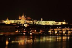 De Praagse Burcht wordt 's avonds prachtig verlicht
