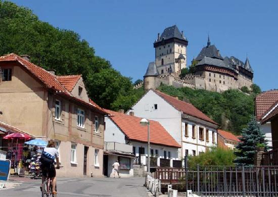 Fietstocht naar kasteel Karlstejn