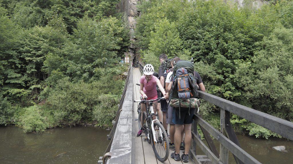 brug over de rivier de Ohre op route 6